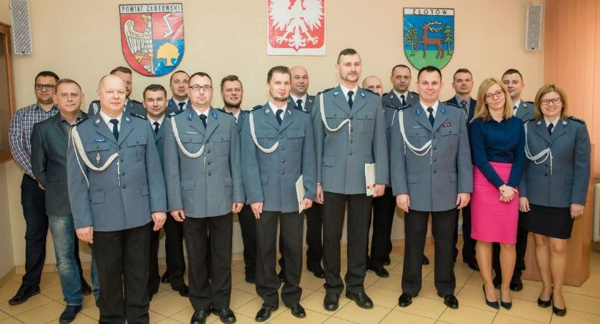 Policja - komunikaty i akcje, Awanse policjantów Złotowie - zdjęcie, fotografia