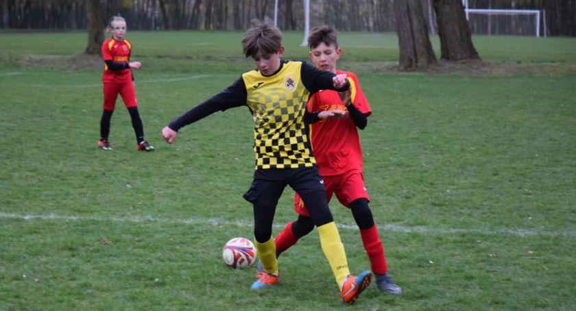 Piłka nożna, Młodzik Złotów kontra Pogoń Łobżenica - zdjęcie, fotografia