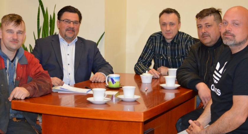 Samorządowcy, Burmistrz wspiera akcję - zdjęcie, fotografia