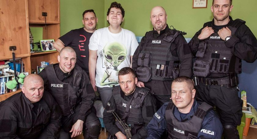 Policja - komunikaty i akcje, Policjanci wizytą Jakuba - zdjęcie, fotografia