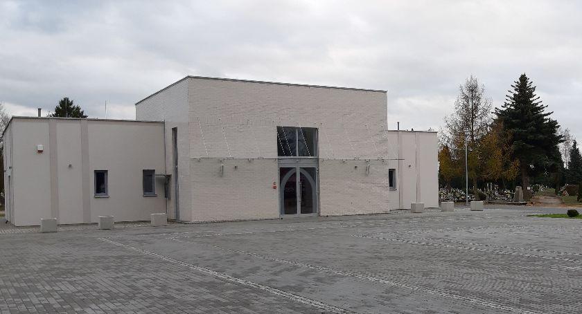 Administracja, Wciąż wiadomo domem przedpogrzebowym - zdjęcie, fotografia