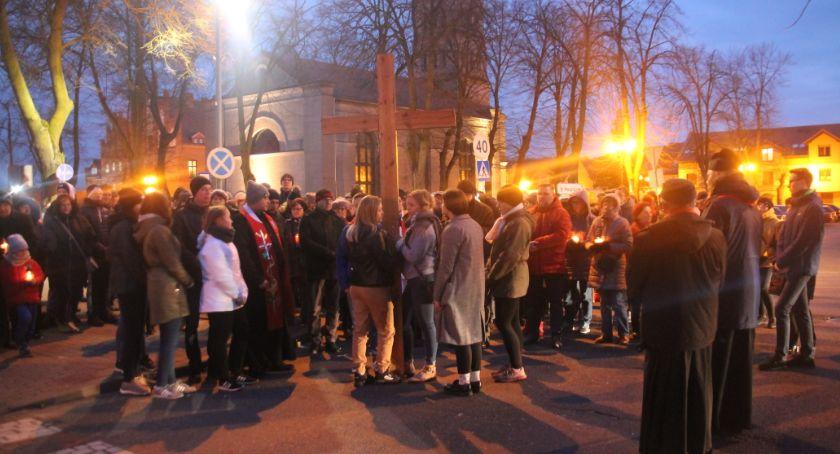 Kościół, Droga Krzyżowa ulicami Złotowa - zdjęcie, fotografia