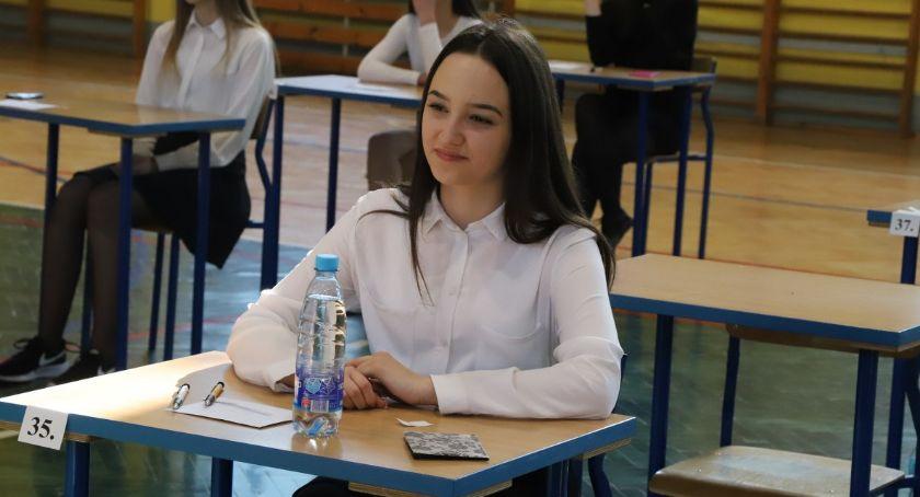 Edukacja, Egzamin ósmoklasisty Szkole Podstawowej - zdjęcie, fotografia