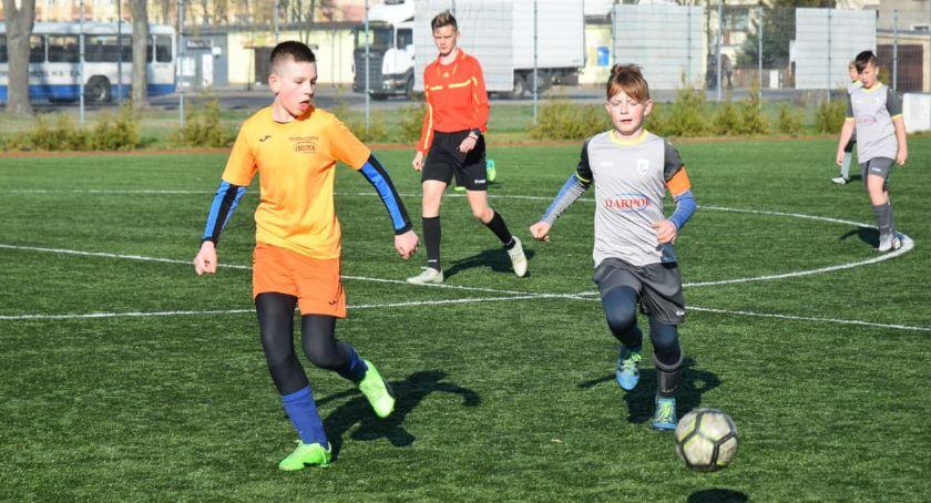 Piłka nożna, Football Academy Złotów kontra Zjednoczeni Kaczory - zdjęcie, fotografia