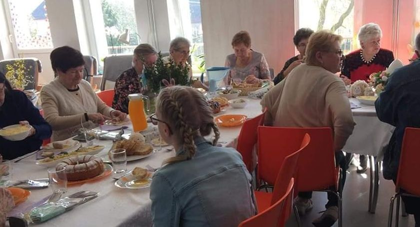 Organizacje pozarządowe, Wielkanocne śniadanie Okonku - zdjęcie, fotografia