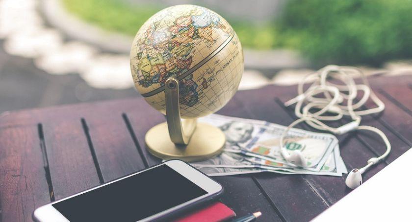 Biznes i praca, Przelewy zagraniczne zrobić najtaniej - zdjęcie, fotografia