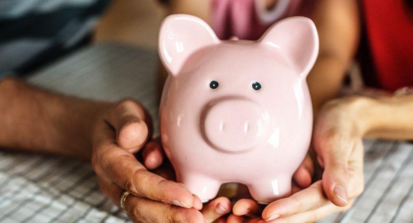 Biznes i praca, zwrócić uwagę podczas przeglądania ofert kredytów gotówkowych - zdjęcie, fotografia