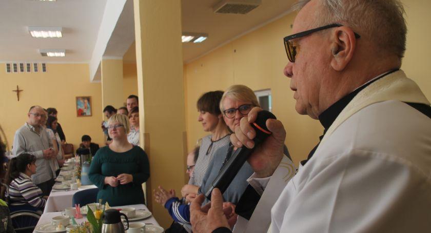 Uroczystości obchody, Śniadanie wielkanocne Warsztacie Terapii Zajęciowej Złotowie - zdjęcie, fotografia