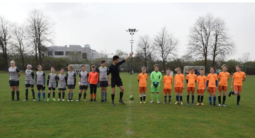 Piłka nożna, Modzik Football Academy Złotów kontra Zjednoczeni Kaczory - zdjęcie, fotografia