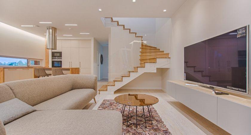 Mieszkania, Wybór balustrad schodów wewnętrznych - zdjęcie, fotografia