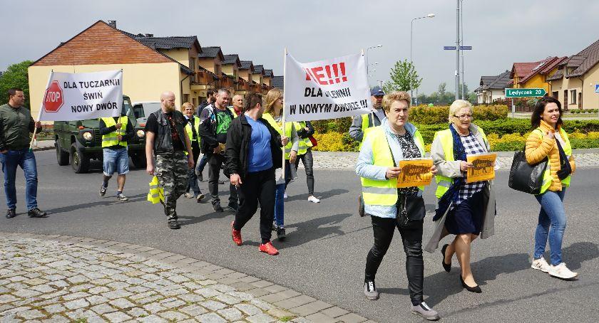 Interwencje czytelników, Protest przeciwko budowie chlewni Nowym Dworze - zdjęcie, fotografia