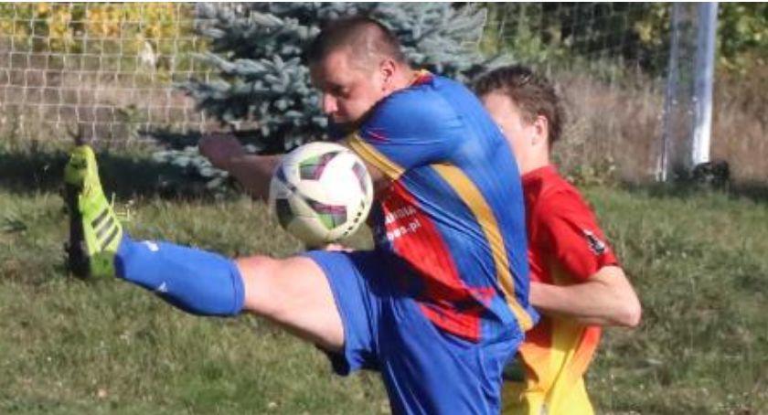 Piłka nożna, Weekend piłkarskich stadionach regionie - zdjęcie, fotografia