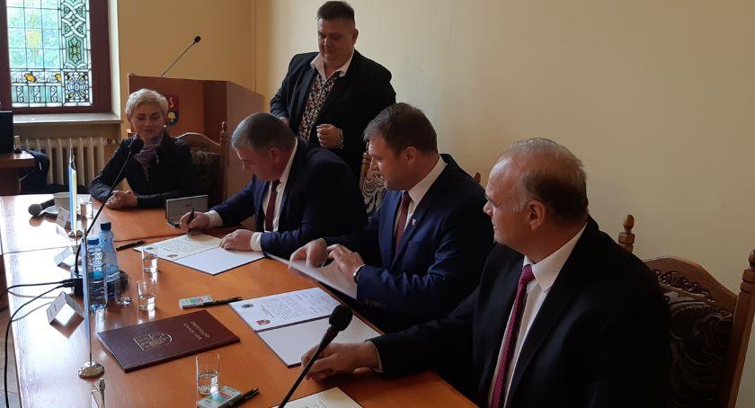 Samorządowcy, Uroczysta sesja Powiatu Złotowskiego międzynarodowe partnerstwo kontynuowane - zdjęcie, fotografia