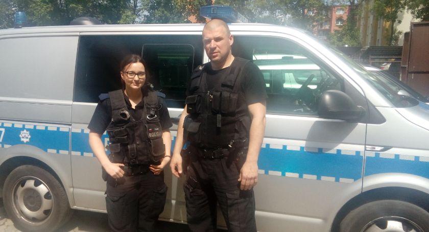 Policja - komunikaty i akcje, Samobójca uratowany przez policjantów - zdjęcie, fotografia