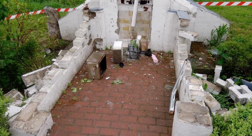 Kronika kryminalna, Haniebna dewastacja kapliczki - zdjęcie, fotografia