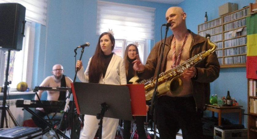 Koncerty muzyka, Gibnięci pokoju - zdjęcie, fotografia