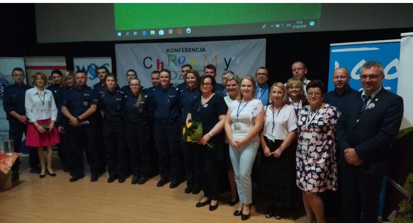 Policja - komunikaty i akcje, Konferencja Chrońmy dzieci przed przemocą Złotowie - zdjęcie, fotografia