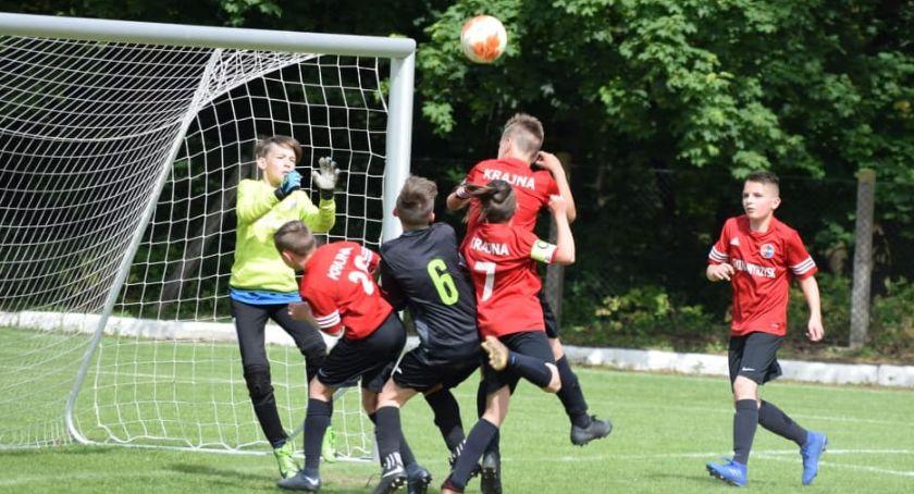 Piłka nożna, Młodzik Złotów kontra Krajna Wyrzysk - zdjęcie, fotografia