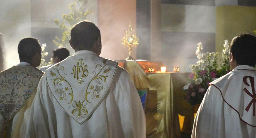 Kościół, Ukarać winnych księża mówią filmie braci Sekielskich Tylko mówi nikomu - zdjęcie, fotografia