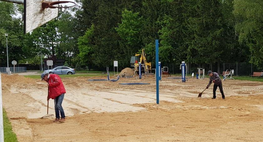 Inwestycje w powiecie, Pierwsze boisko piłki siatkowej plażowej Krajence ukończeniu - zdjęcie, fotografia