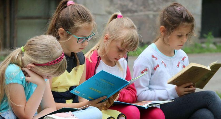 Książki i publikacje, czyta Pniewie - zdjęcie, fotografia