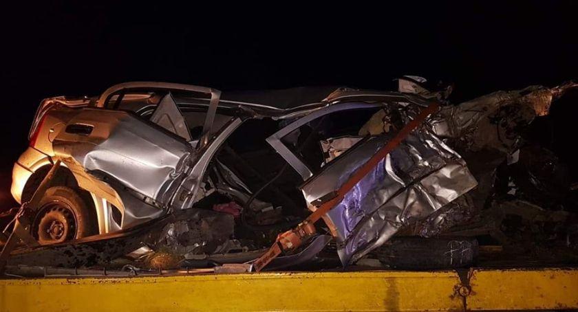 Wypadki drogowe, Uderzyła drzewa - zdjęcie, fotografia