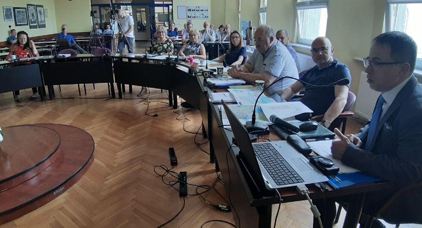 Samorządowcy, Komunikacja miejska Złotowie jeśli powstanie będzie kosztować ogromne pieniądze - zdjęcie, fotografia