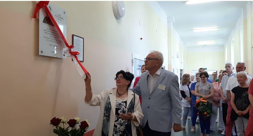 Samorządowcy, Odsłonięcie tablicy upamiętniającej doktora Józefa Hildebrandta - zdjęcie, fotografia