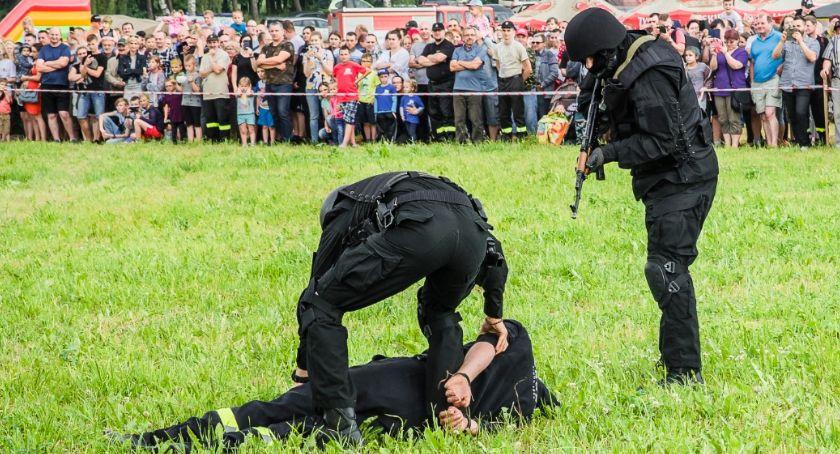 Policja - komunikaty i akcje, Pokaz policyjny Zakrzewie - zdjęcie, fotografia
