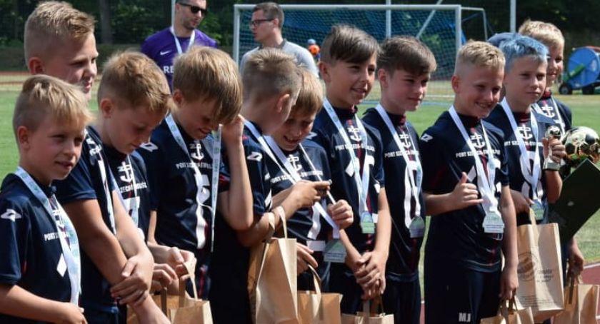 Piłka nożna, Pogoń Szczecin zwycięzcą turnieju piłki nożnej Chrupek Złotów - zdjęcie, fotografia