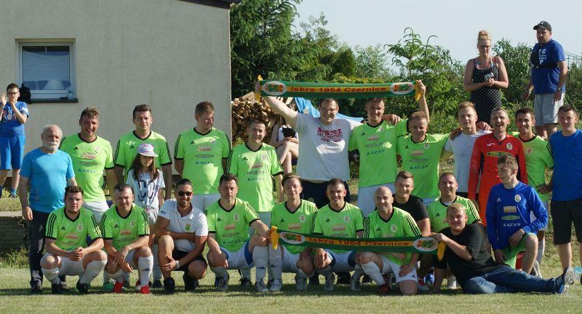 Piłka nożna, Iskry Czernice - zdjęcie, fotografia