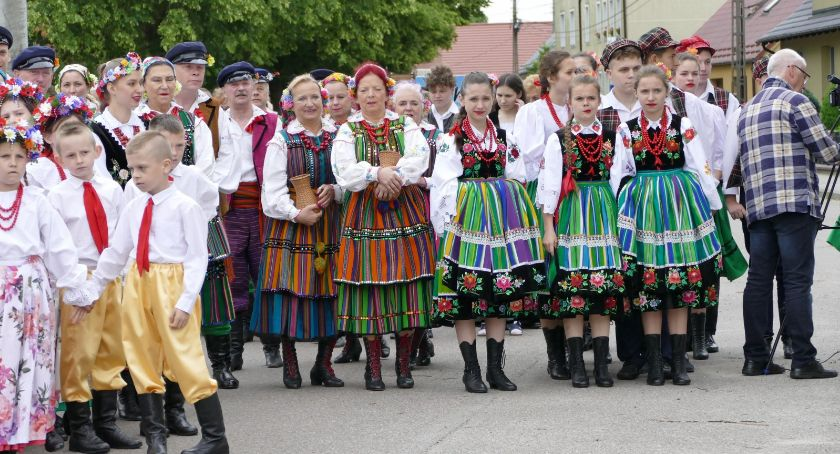 Ośrodki kulturalne, Tańczyli ulicach - zdjęcie, fotografia