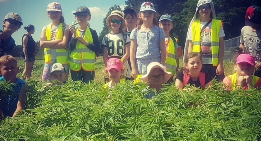 Edukacja, Dzieci wizytą farmie konopnej - zdjęcie, fotografia