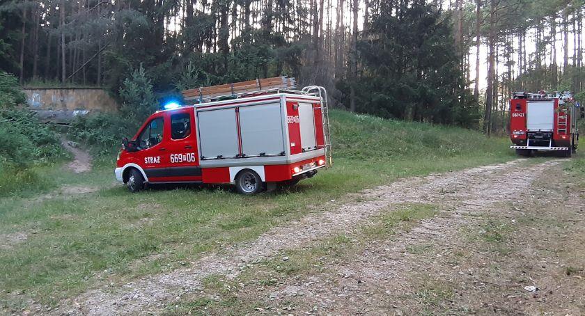 Straż pożarna, Strażacy wyciągnęli mężczyznę bunkra - zdjęcie, fotografia