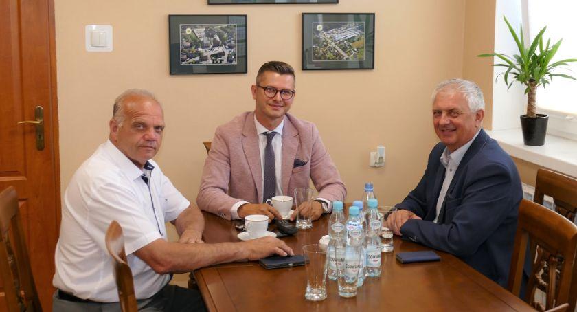 Samorządowcy, Poseł Grzegorz Piechowiak powiecie złotowskim - zdjęcie, fotografia