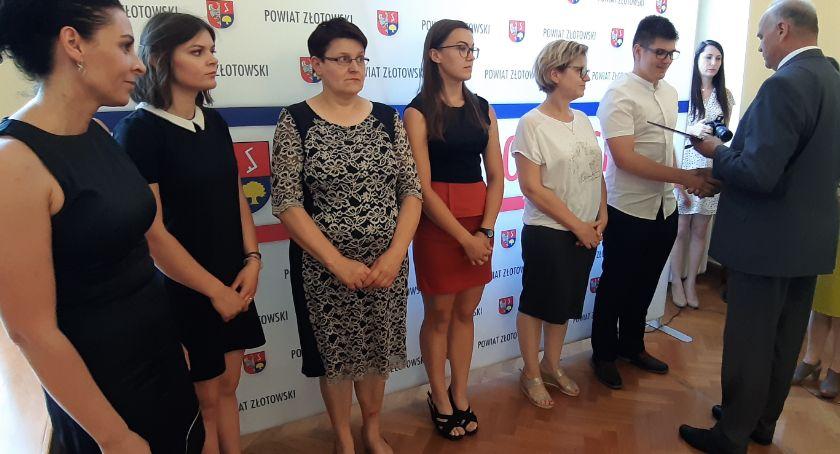 Edukacja, Nagrody najlepszych absolwentów szkół ponadpodstawowych - zdjęcie, fotografia