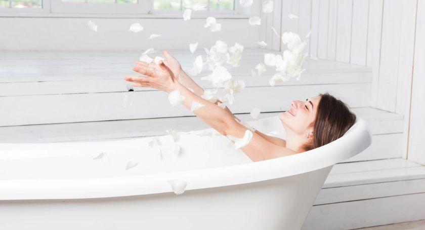 Ludzie i ich pasje, Modne dywaniki łazienkowe - zdjęcie, fotografia