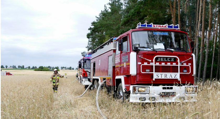 Straż pożarna, Ogień nadal groźny - zdjęcie, fotografia
