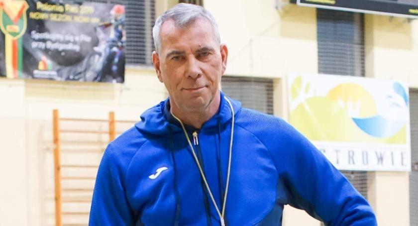 Piłka nożna, Ryszard Ludewicz trenerem Włókniarza Okonek - zdjęcie, fotografia