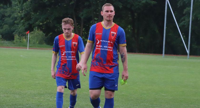 Piłka nożna, Akcja drużyny Seniorów Sparty Złotów - zdjęcie, fotografia