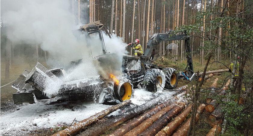 Straż pożarna, Pożar kombajnu zrębowego - zdjęcie, fotografia