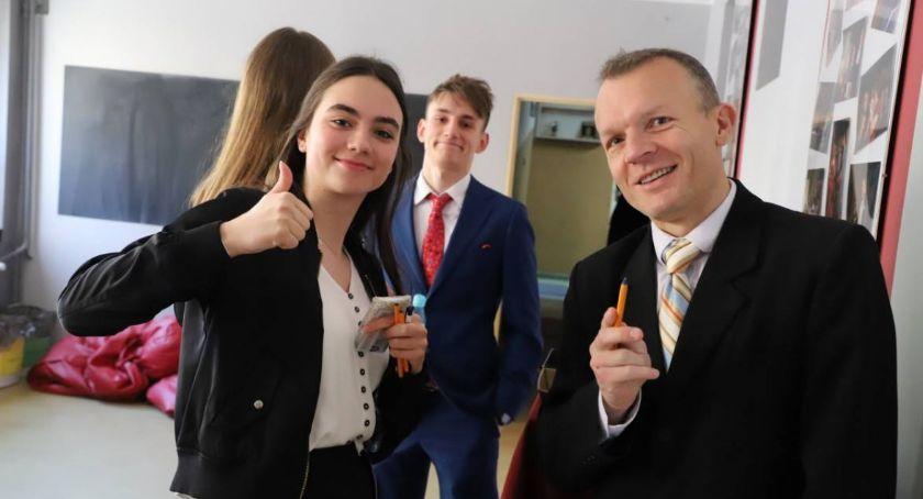 Edukacja, Oficjalne wyniki matur złotowskich szkołach - zdjęcie, fotografia