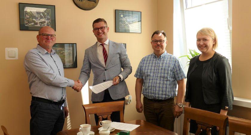 Inwestycje w powiecie, Podpisano umowę kolejne inwestycje gminie Lipka - zdjęcie, fotografia