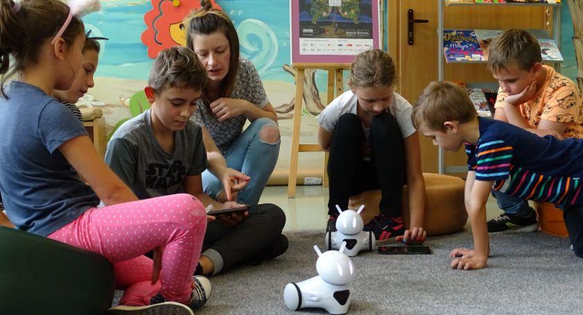 Edukacja, Bitwa roboty Miejskiej Bibliotece Publicznej Złotowie - zdjęcie, fotografia