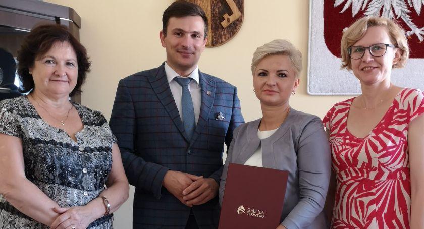 Samorządowcy, kierownik GOPSw gminie Zakrzewo - zdjęcie, fotografia