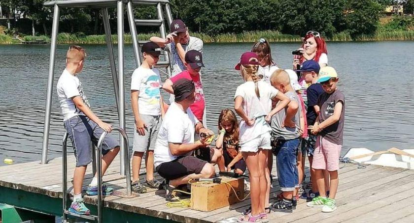 Edukacja, Dzieci badały wodę kąpielisku Wioślarskiej Złotowie - zdjęcie, fotografia