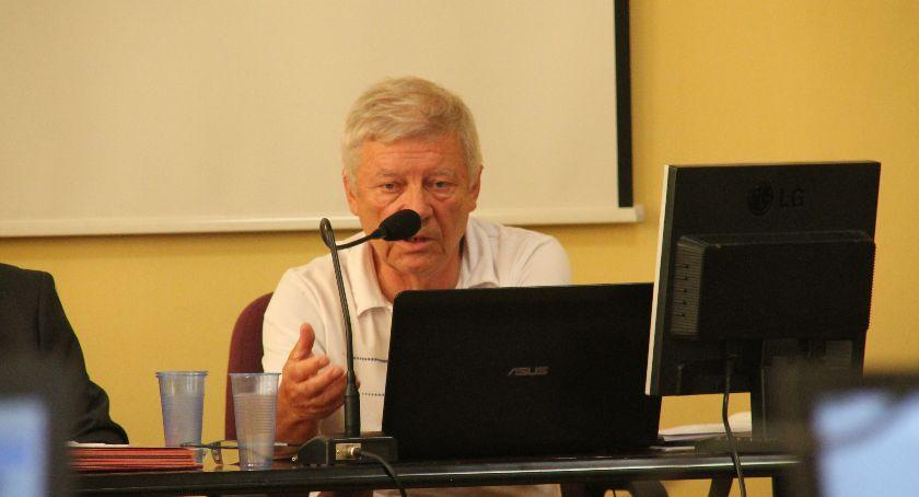S. Wełniak stwierdził, że sprawa odbiła się dużym echem w środowisku szkoły. – Muszę powiedzieć, że to jest dość krytycznie oceniane przez wielu ludzi, w tym również radę pedagogiczną