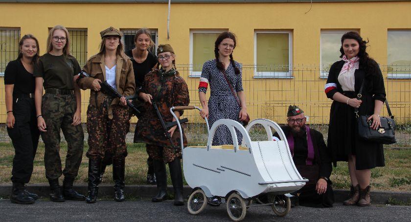 Spotkania i festyny, Piknik rodzinny rocznica wybuchu Powstania Warszawskiego - zdjęcie, fotografia
