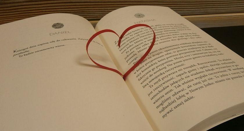 Książki i publikacje, książkę prezencie - zdjęcie, fotografia