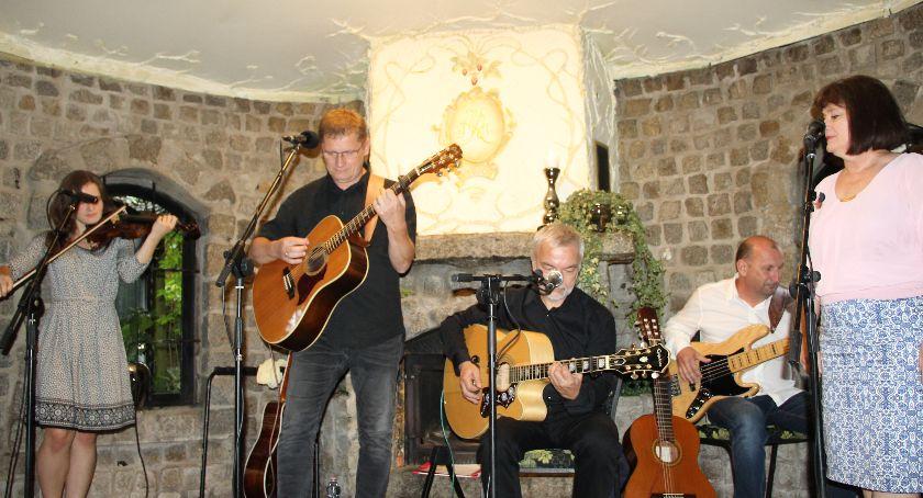Koncerty muzyka, Zaśpiewali studni - zdjęcie, fotografia